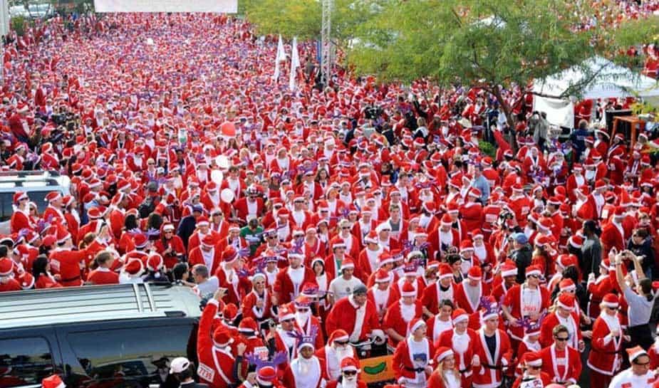 Op zaterdag 2 december waren er duizenden rennende Kerstmannen in Las Vegas te zien. Zij deden mee aan de Santa Run in de gokstad.