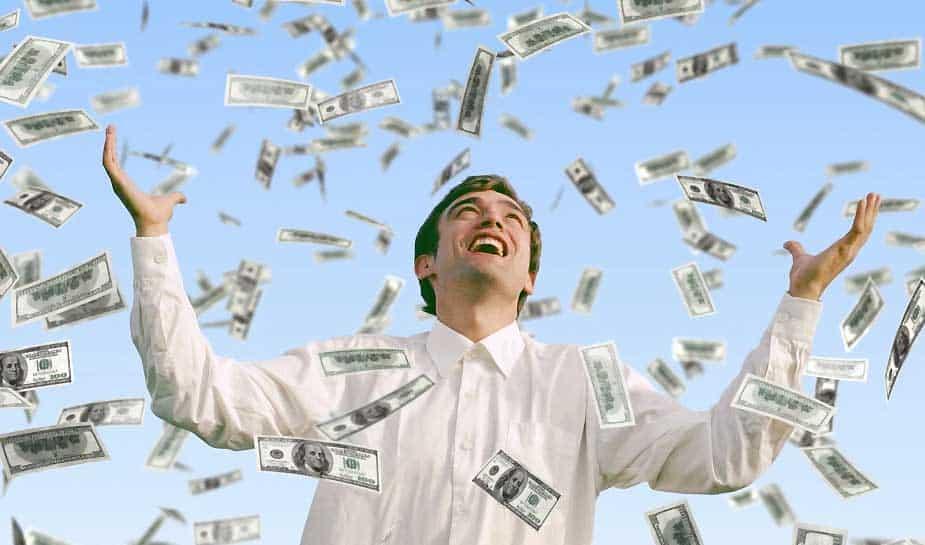 Stel: je werkt als twintig jarige bij een bouwbedrijf en je bent in een klap miljonair. Wat zou jij dan doen met je geld? Het overkwam een jonge man uit de staat Florida, in Amerika. Meer weten over dit opmerkelijke verhaal? Je leest het in ons laatste artikel op Online Casino Ground...