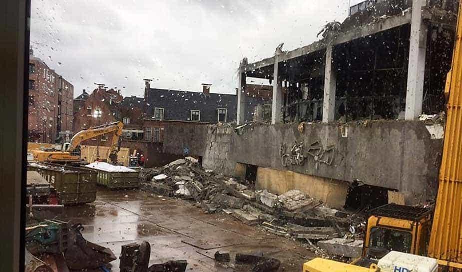 Vorig jaar werd Holland Casino Groningen opgeschrikt door een hevige brand. Het casino brandde helemaal af. Het pand was zo verzwakt dat er kans was op instorting. Vandaag is bekend geworden waar de brand is ontstaan. Je leest het op Online Casino Ground.