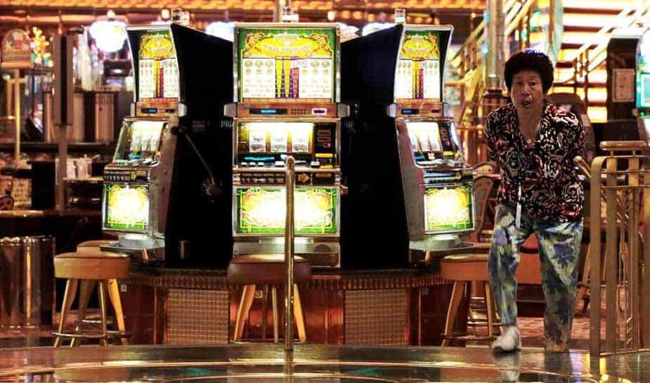 Gratis een casino bezoeken, zit er voor de Japanse casinoliefhebber niet meer in. De Japanse regering besloot om zijn inwoners 6000 yen te gaan vragen. Per casinobezoek. Dit is omgerekend zo'n 45 euro. Meer weten over deze rigoreuze beslissing? Je leest het op Online Casino Ground!
