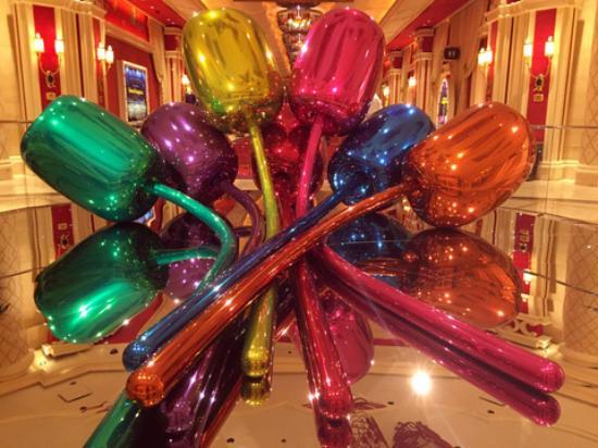 KUnst in casino's - tulpen van Jeff Koons